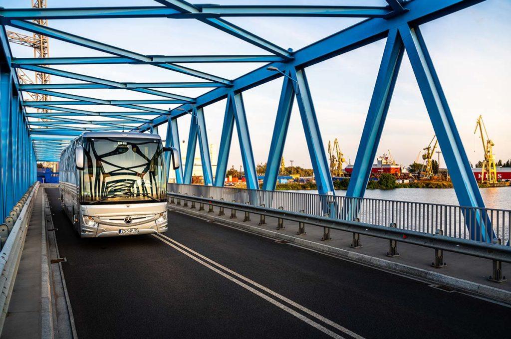 Przewóz pracowników do firm follow me przewozy pracownicze szczecin przewozy dla firm wynajem autokarów wynajem autobusów szczecin